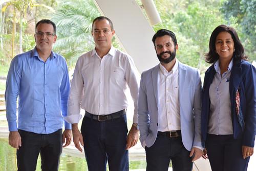 Alexandre Alves, da Elo Comunicação, diretor de Comunicação da Aciati, Ivair Andrade, o presidente da Aciati, Ronan Delfim Machado, e Tânia Carvalho