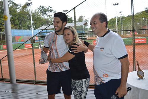Victor Araújo, vice campeão, com os pais, Mary e Luciano