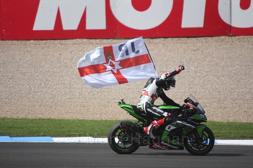 Jonathan Rea celebrates after winning at Donington Park, May 2017