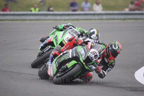 Tom Sykes leads Leon Haslam in World Superbikes at Donington Park, May 2017