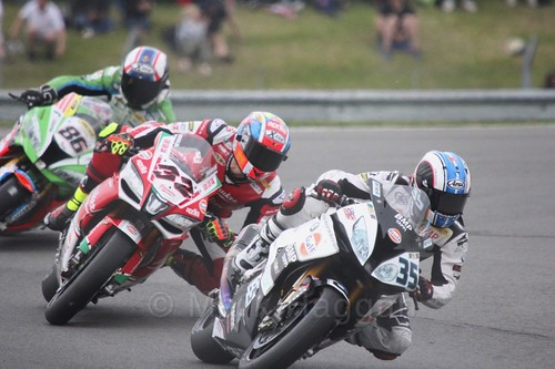 Raffaele De Rosa leads Lorenzo Salvadori in World Superbikes at Donington Park, May 2017