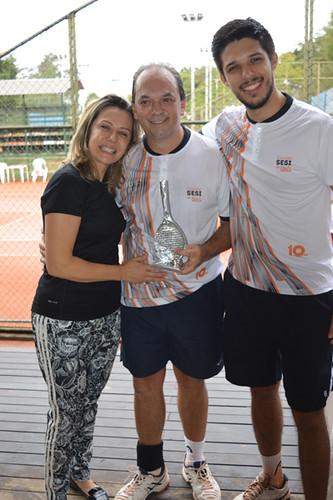 Mary, Luciano e Victor, comemorando os resultados que deram o vice campeonato ao presidente da FIEMG Val do Aço.