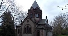 """Die Kapelle. Die Kapellen. Diese beeindruckende Kapelle steht auf dem Stadtfriedhof von Göttingen. • <a style=""""font-size:0.8em;"""" href=""""http://www.flickr.com/photos/42554185@N00/34187525753/"""" target=""""_blank"""">View on Flickr</a>"""