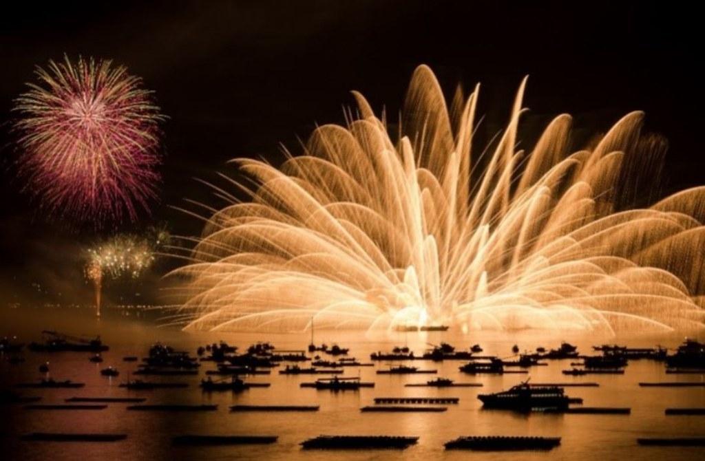 新s宮島水中花火大会を優雅に観覧したい方には遊覧船上クルーズがおススメ!