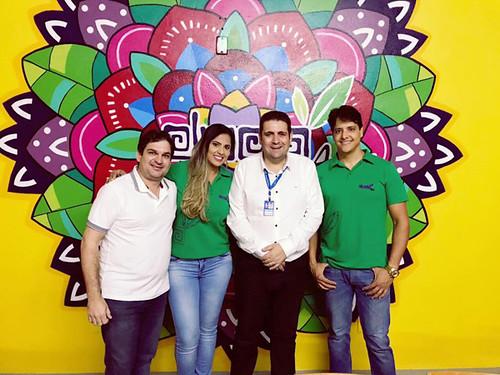 O prefeito de Coronel Fabriciano, Marcos Vinícius Bizarro, e recebido pelos empresários Thiago e Eduarda