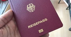 """Der Reisepass. Die Reisepässe. Wenn man als Deutscher in Länder reisen möchte, die nicht der EU angehören braucht, man einen Reisepass. • <a style=""""font-size:0.8em;"""" href=""""http://www.flickr.com/photos/42554185@N00/35702758880/"""" target=""""_blank"""">View on Flickr</a>"""