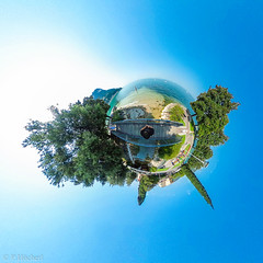 "Garda - Little Planet • <a style=""font-size:0.8em;"" href=""http://www.flickr.com/photos/58574596@N06/35878194474/"" target=""_blank"">View on Flickr</a>"