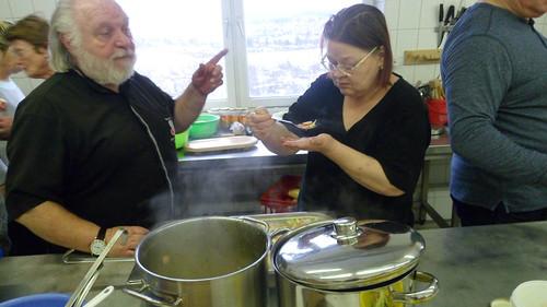 "Gemeinsames Kochen im Kartoffel Projekt • <a style=""font-size:0.8em;"" href=""http://www.flickr.com/photos/154440826@N06/37161649055/"" target=""_blank"">View on Flickr</a>"