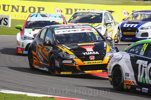 Gordon Shedden in BTCC action at Snetterton, July 2017