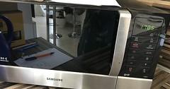 """Die Mikrowelle. Die Mikrowellen (pl.) In einer Mikrowelle (das ist umgangssprachlich) kann man Essen erwärmen. • <a style=""""font-size:0.8em;"""" href=""""http://www.flickr.com/photos/42554185@N00/36339795552/"""" target=""""_blank"""">View on Flickr</a>"""