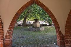 Templin: Blick aus dem Kreuzgang am Prenzlauer Tor - Looking out of the cloister next to the Prenzlau Gate