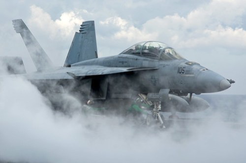 Boeing+F%2FA-18F+Super+Hornet+VFA-32+Fighting+Swordsmen+166667+%2F+105