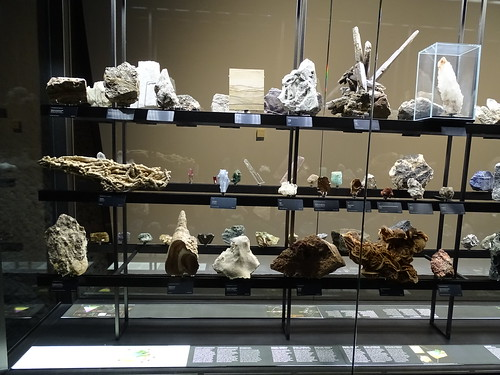 """Museu Blau Barcelona Minerals • <a style=""""font-size:0.8em;"""" href=""""http://www.flickr.com/photos/160223425@N04/27031975309/"""" target=""""_blank"""">View on Flickr</a>"""
