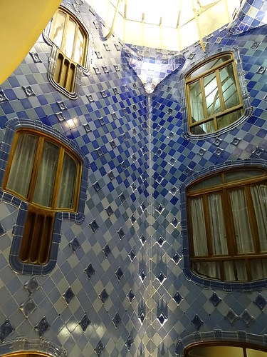 "Casa Batlló Gaudi Barcelona • <a style=""font-size:0.8em;"" href=""http://www.flickr.com/photos/160223425@N04/38807897811/"" target=""_blank"">View on Flickr</a>"