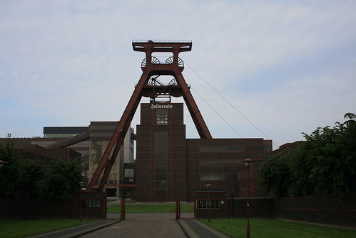 "Zeche Zollverein • <a style=""font-size:0.8em;"" href=""http://www.flickr.com/photos/160223425@N04/27121203679/"" target=""_blank"">View on Flickr</a>"