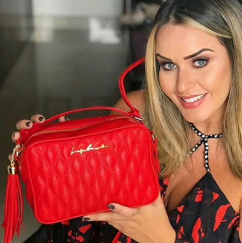 Uma bolsa vermelha é imprescindível neste verão!