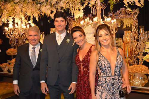 O noivo com seus pais, Lints e Cristina, e irmã, Mariana