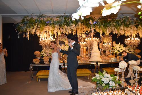 Alegria dos noivos chegando à recepção2
