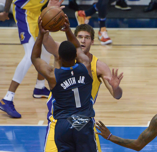 """Los Angeles Lakers vs Dallas Mavericks • <a style=""""font-size:0.8em;"""" href=""""http://www.flickr.com/photos/10266314@N06/38811745735/"""" target=""""_blank"""">View on Flickr</a>"""