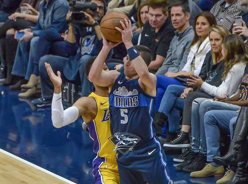 """Los Angeles Lakers vs Dallas Mavericks • <a style=""""font-size:0.8em;"""" href=""""http://www.flickr.com/photos/10266314@N06/39000462204/"""" target=""""_blank"""">View on Flickr</a>"""