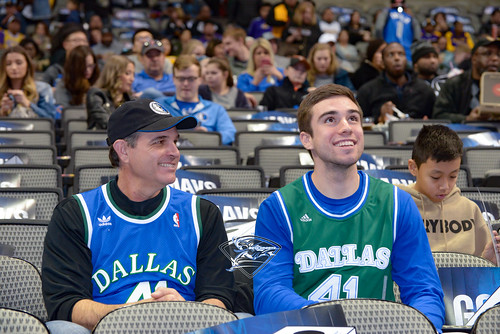 """Los Angeles Lakers vs Dallas Mavericks • <a style=""""font-size:0.8em;"""" href=""""http://www.flickr.com/photos/10266314@N06/39678567762/"""" target=""""_blank"""">View on Flickr</a>"""