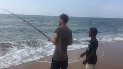 Andi wird ins Fischen eingeführt.