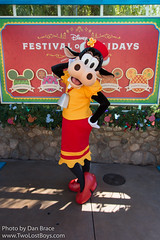 Clarabelle Cow At Disney Character Central