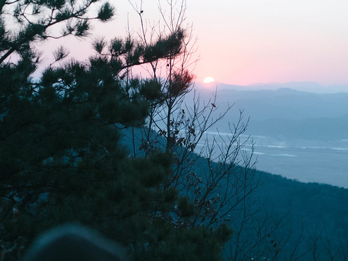 Climbing Geom-moo mountain for sunrise_MDY_180101_47