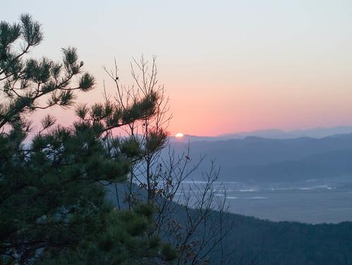 Climbing Geom-moo mountain for sunrise_MDY_180101_44
