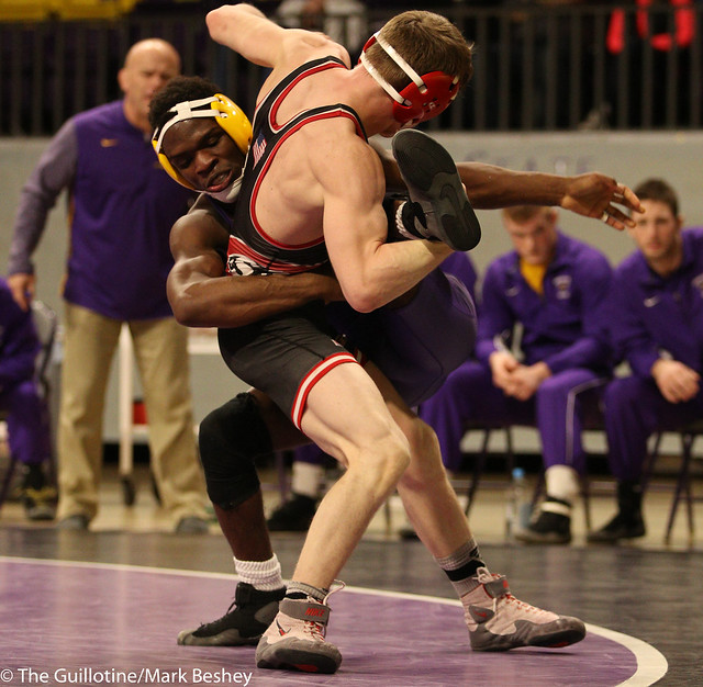 v133: Adam Hedin (SCS) Dec. over George Farmah (MSU) 6-3 | SCS 19-13 MSU - 180203amk0252