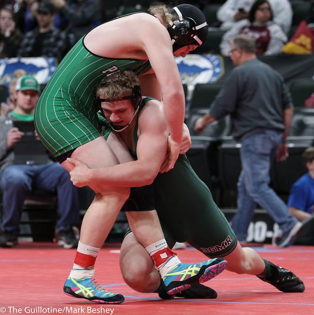220A Quarterfinal - Dominik Vacura (Badger-GB-MR) 30-7 won by decision over Grant Ludwig (Paynesville Area) 37-8 (Dec 10-4) - 180302cmk0059