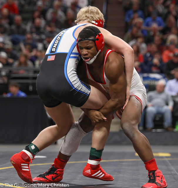 1st Place Match - Isaiah Thompson (Detroit Lakes) 45-6 won by decision over Justin Henry (Foley) 40-14 (Dec 7-5). 180303CMC7120