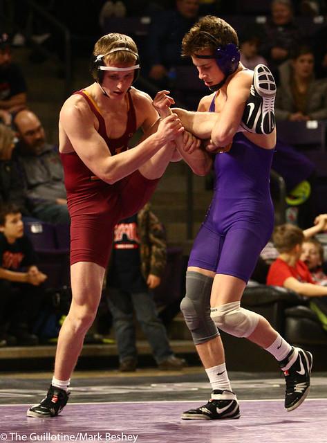 149: Kyle Rathman (MSU) wins a 10-3 decision vs Caden Moore (NSU)   25-9 - 190125mke-0061