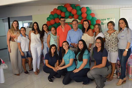 Altair e Mara com a equipe do Cartão de Todos e representantes das  creches beneficiadas