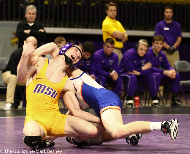 125: Andrew McFall (MSU) wins a 9-5 decision vs. Nate Humman (UMARY) | 9-3 UMARY - 190125mke-0032