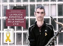 Diumenge, @mariaxinxo i Roger Español presenten a #Tiana el llibre 'Jo també porto el llaç groc'. A les 12 h. A la Sala d'exposicions del Casal.