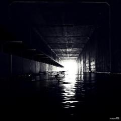 Sous la déviation passe la rivière.