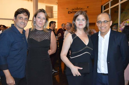 Helton Martins e Flávia, Andréia e Roberto Maia