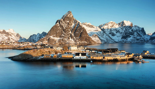 Sunrise in Sakrisøy
