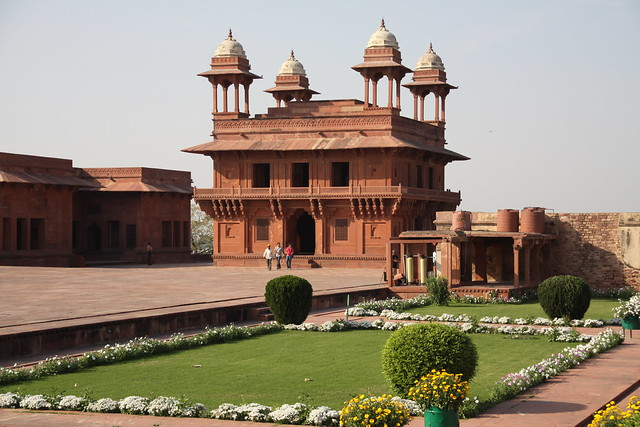 Top 5 tourist attractions in agra visit agra your for Diwan e khas agra fort