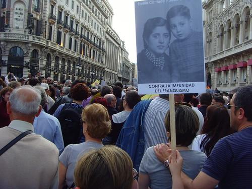 RALLY FOR JUDGE GARZÓN AND AGAINST THE IMPUNITY OF THE CRIMES COMMITTED BY FRANCO'S DICTATORSHIP - MANIFESTACIÓN POR LA MEMORIA HISTÓRICA Y DE APOYO AL JUEZ GARZÓN EN MADRID  by jorge artajo