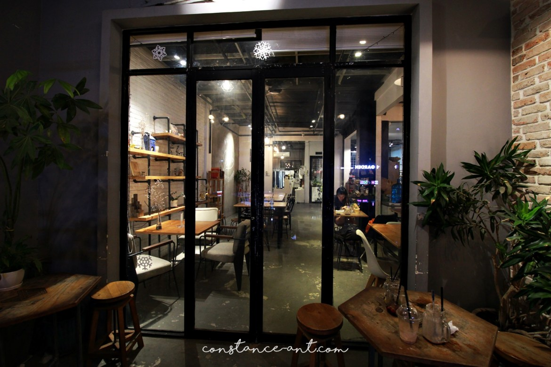 Cafe Apartment 25