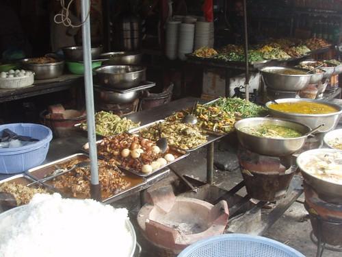 201002060279_Phnom-Pen-market-prepared-dishes
