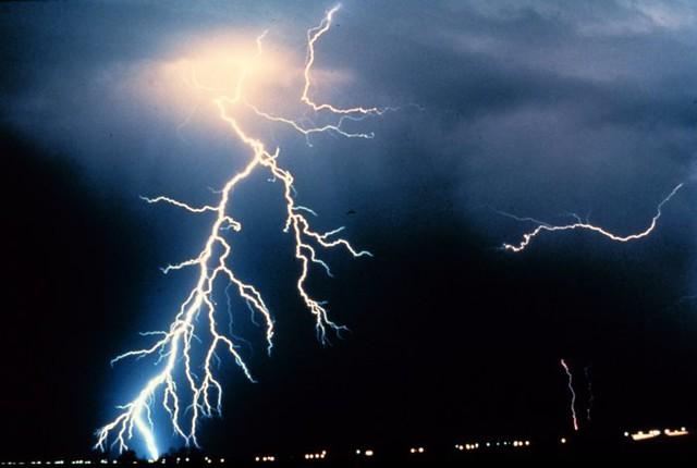 http://commons.wikimedia.org/wiki/File:Lightning_NOAA.jpg
