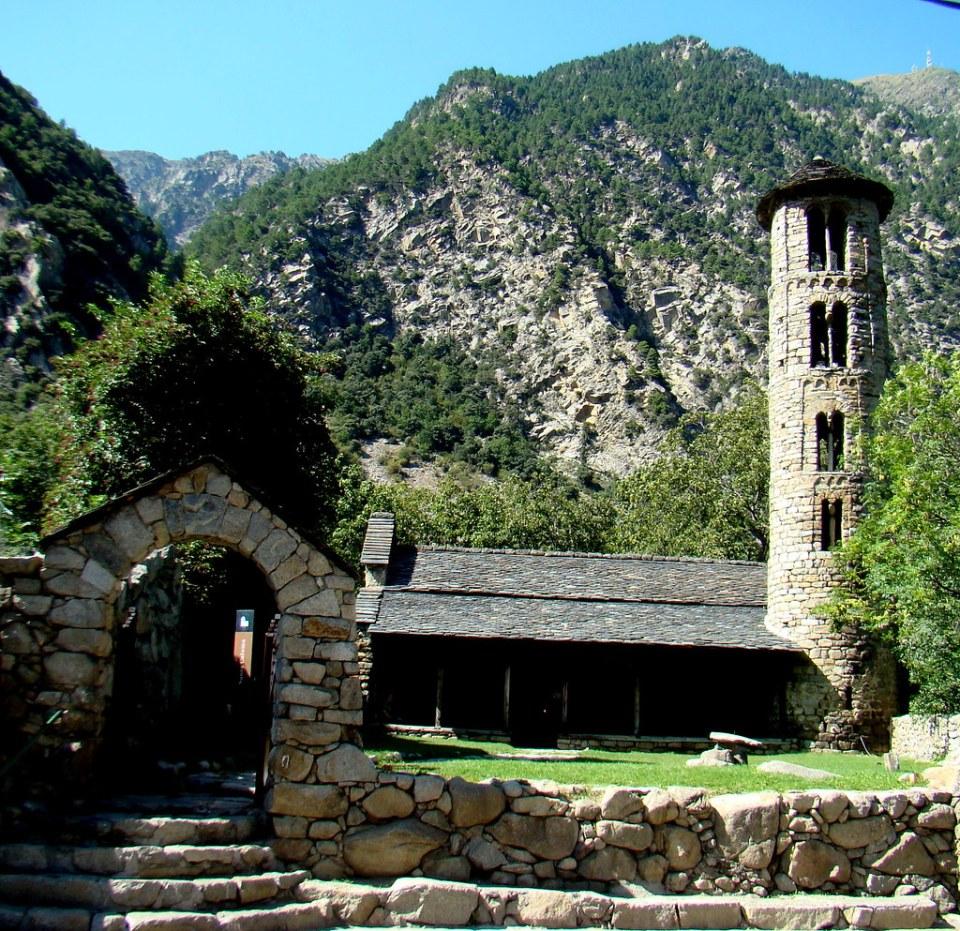 Iglesia Santa Coloma Andorra 01