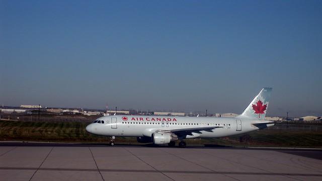 Air Canada plane, Toronto Pearson International Airport