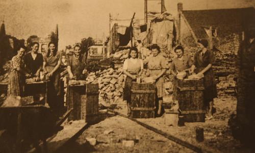 Trümmerfrauen beim Wiederaufbau