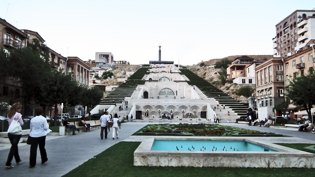 Plaza y Cascada Yerevan Armenia 04