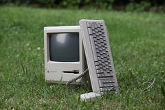 Macintosh Plus :: Retrocomputing on the green
