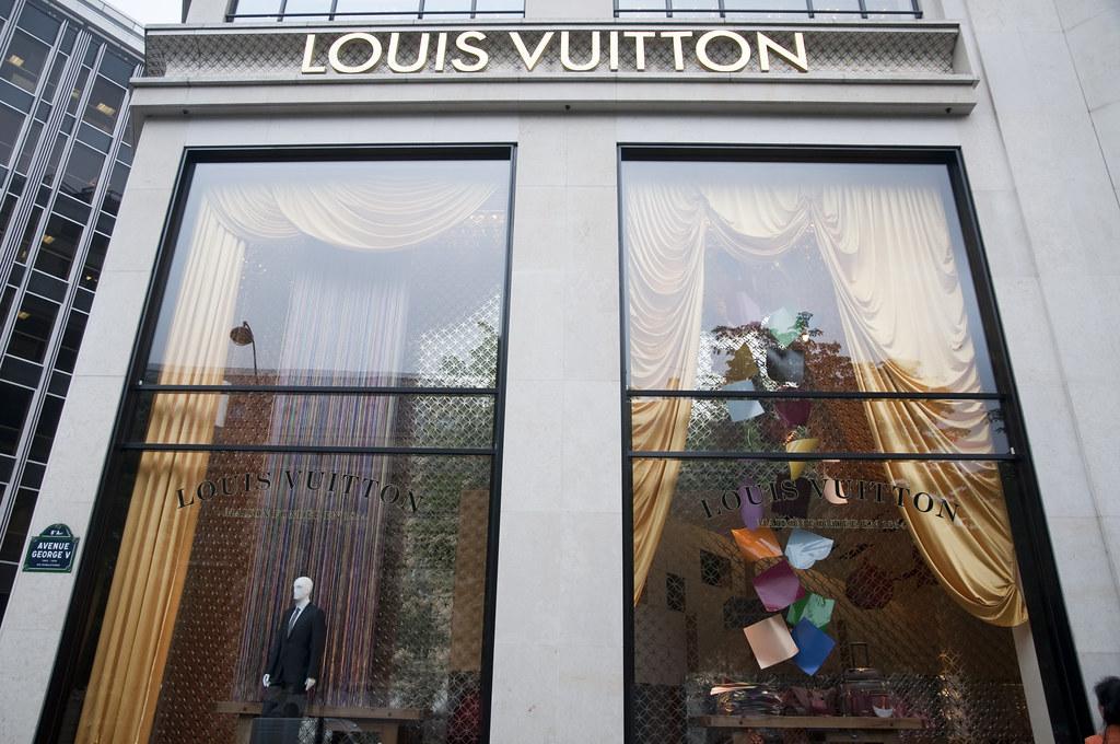 Window Displays at LV
